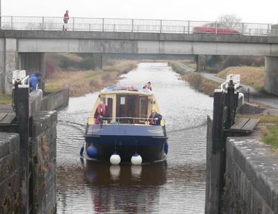 Saoire ar an Uisce Boat